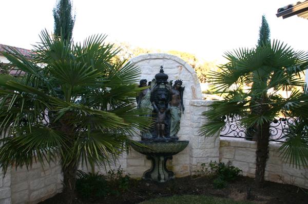 Courtyard wall fountain